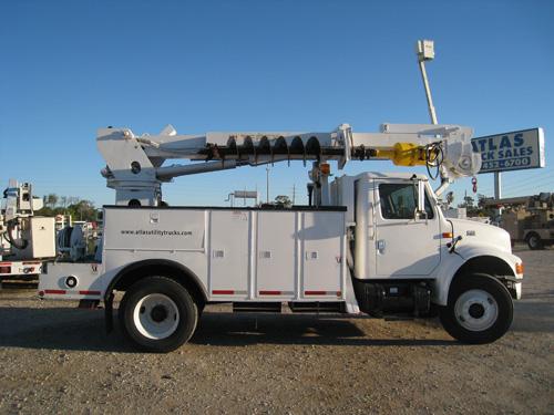 Digger Truck # D9572 | Atlas Truck Sales, Inc.